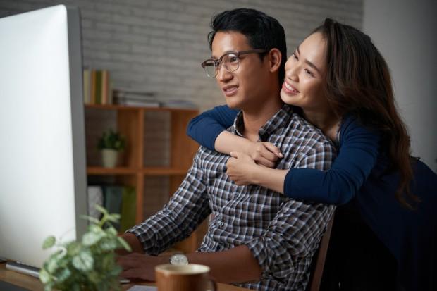 Ingin mencoba memahami dan menghormati hobi pasangan.