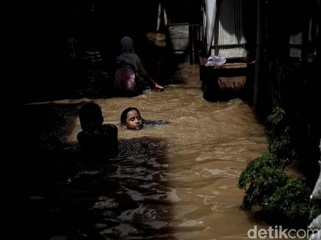 Kampung Melayu Banjir, Lurah Sebut Pengungsi Butuh Makanan Siap Saji