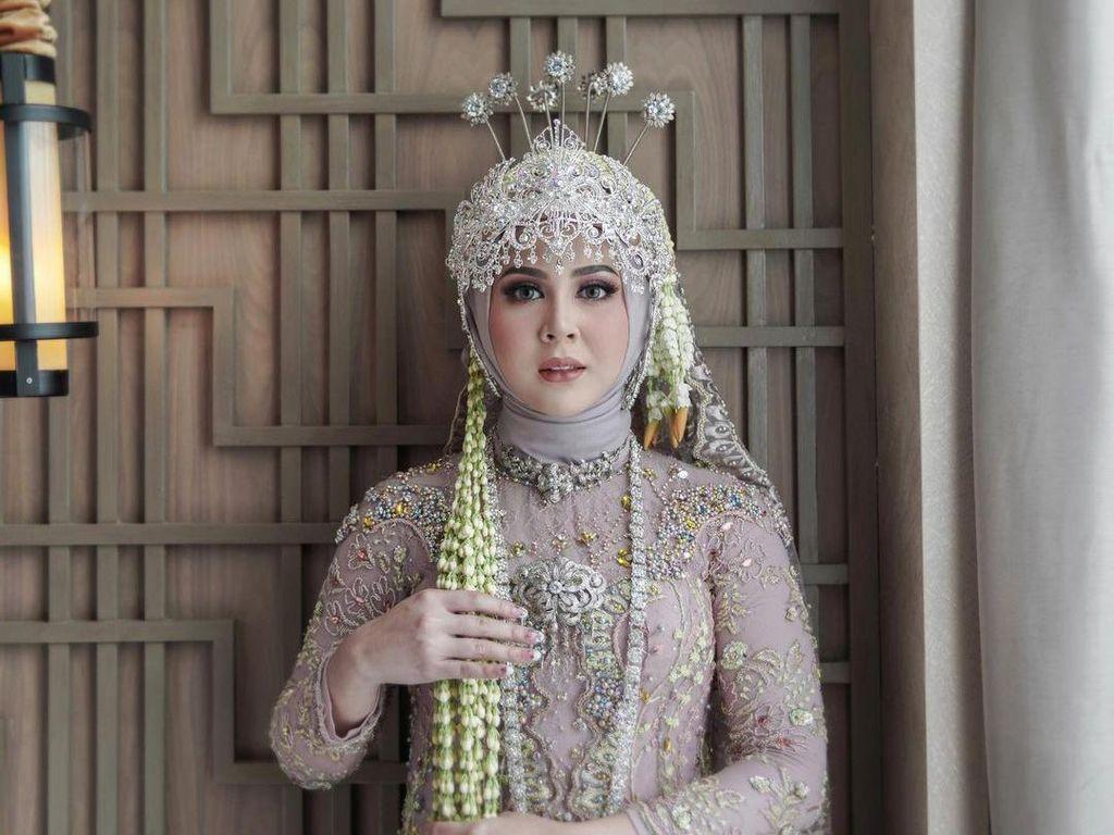 Kesha Ratuliu Anggun Jadi Pengantin Sunda di Hari Pernikahan