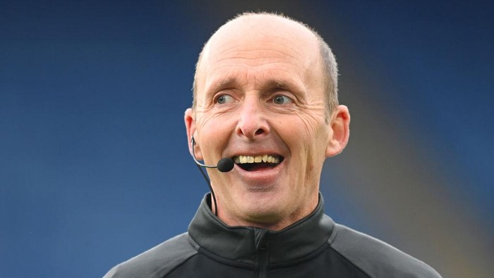 LEICESTER, ENGLAND - DECEMBER 26: Referee Mike Dean looks on before the Premier League match between Leicester City and Manchester United at The King Power Stadium on December 26, 2020 in Leicester, England. The match will be played without fans, behind closed doors as a Covid-19 precaution. (Photo by Michael Regan/Getty Images)