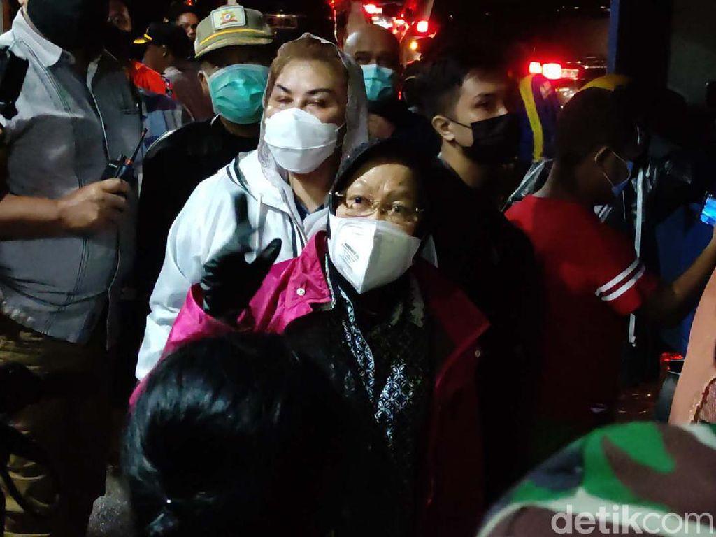 Momen Risma Kunjungi Pengungsi Banjir Semarang