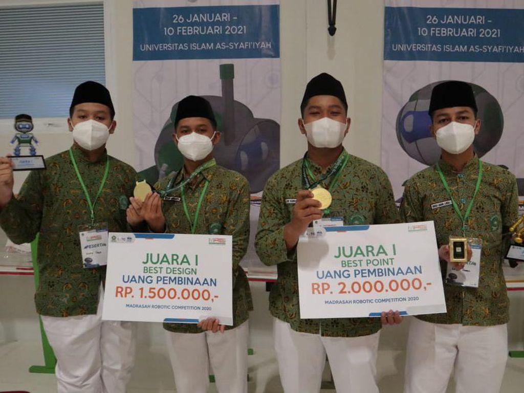Tim Robotic MTs Negeri 2 Kota Blitar Raih Sepasang Gelar Juara Nasional