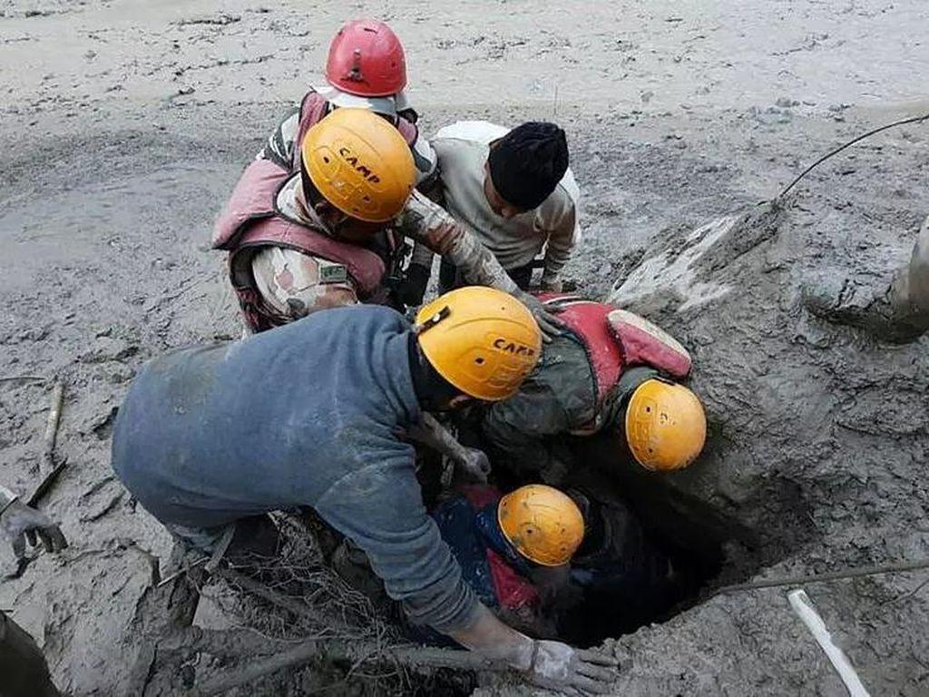 32 Jasad Ditemukan, 170 Masih Hilang Usai Tsunami Himalaya