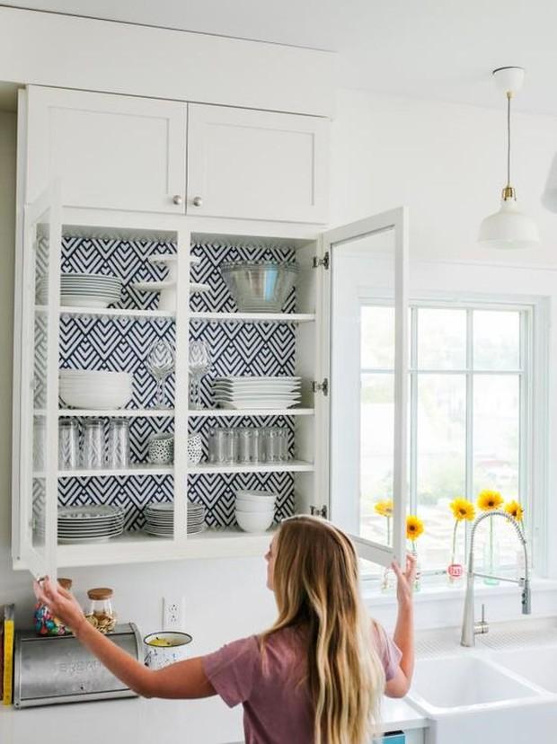 Removable wallpaper untuk menambahkan sembulan warna dan pola.