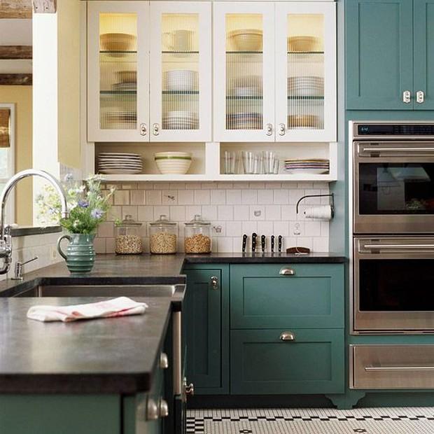 Salah satu cara mudah dan murah untuk updgrade kabinet dapur.