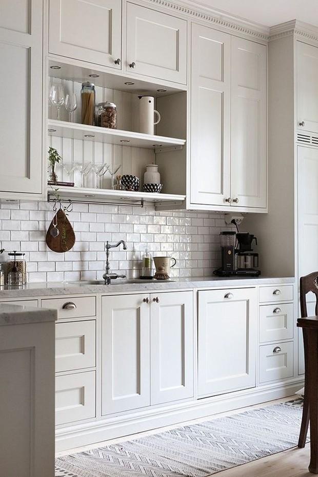 Dapat menciptakan tampilan yang terbuka dan lapang di dapur.