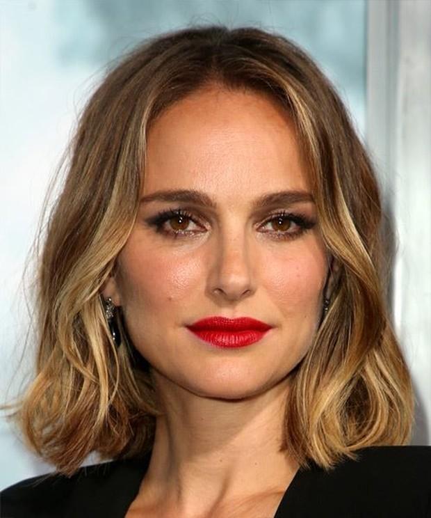 Gelombang lembut yang mengalir panjang sehingga bagus untuk melembutkan bentuk wajah dengan banyak sudut.