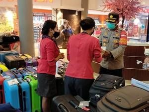 Gerebek Mal di Cikarang Bekasi, Polisi Bagikan 400 Masker ke Pengunjung