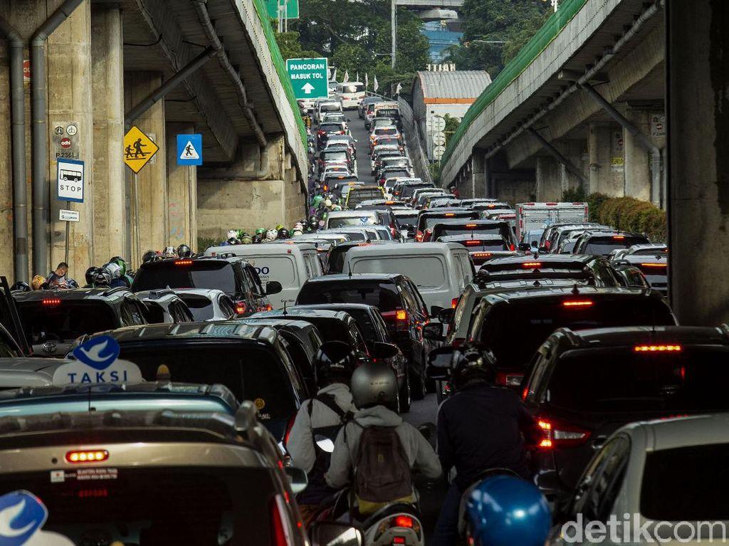 Tekan Jumlah Kendaraan, Mestinya DKI Persulit Kepemilikan Mobil, Bukan Batasi Usianya
