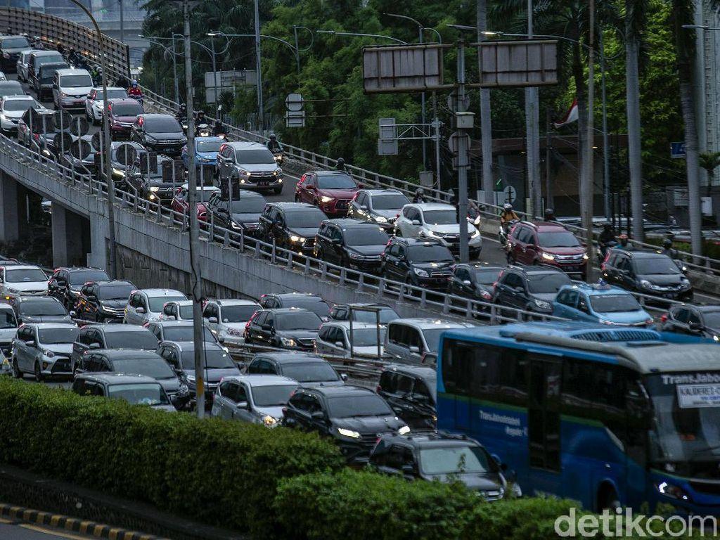 Jakarta Mau Larang Mobil 10 Tahun ke Atas, Rencana Berlaku 2025