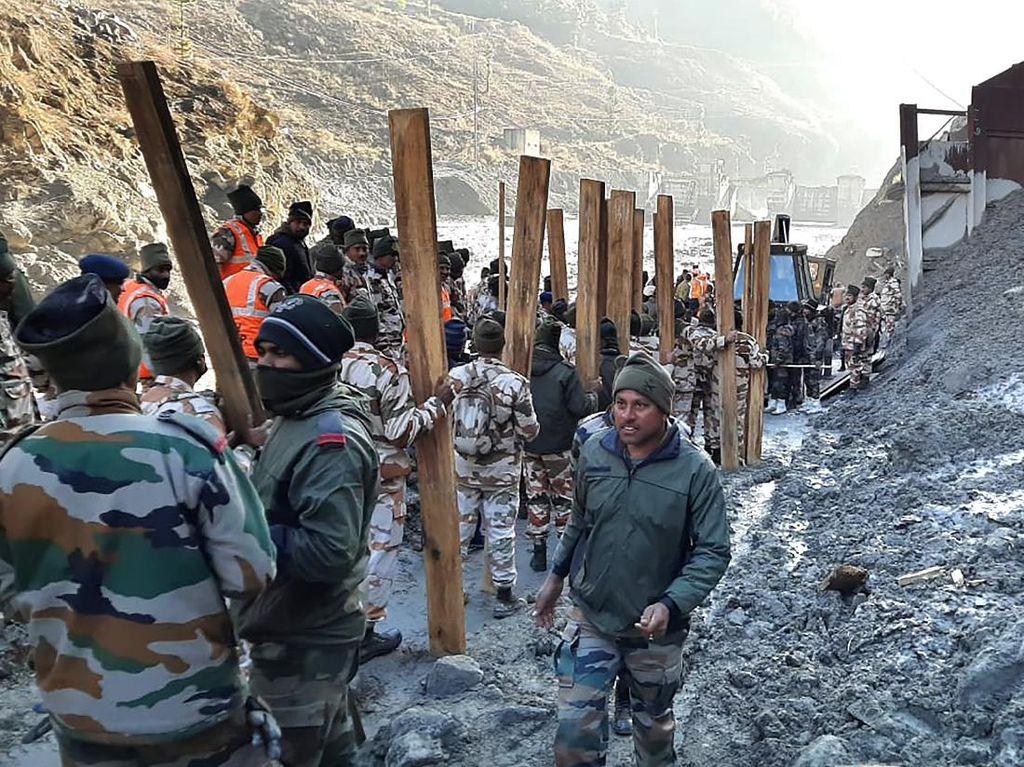 Tim Penyelamat Terus Cari 203 Orang yang Hilang Akibat Tsunami Himalaya