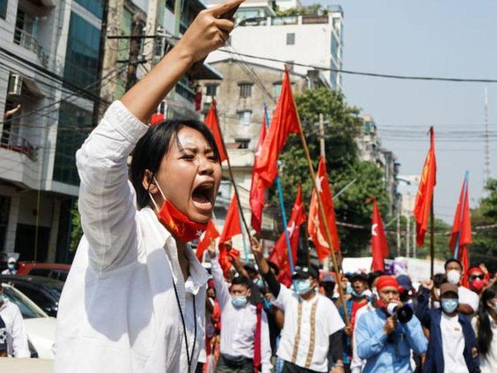 Protes Kudeta Militer di Myanmar Meluas