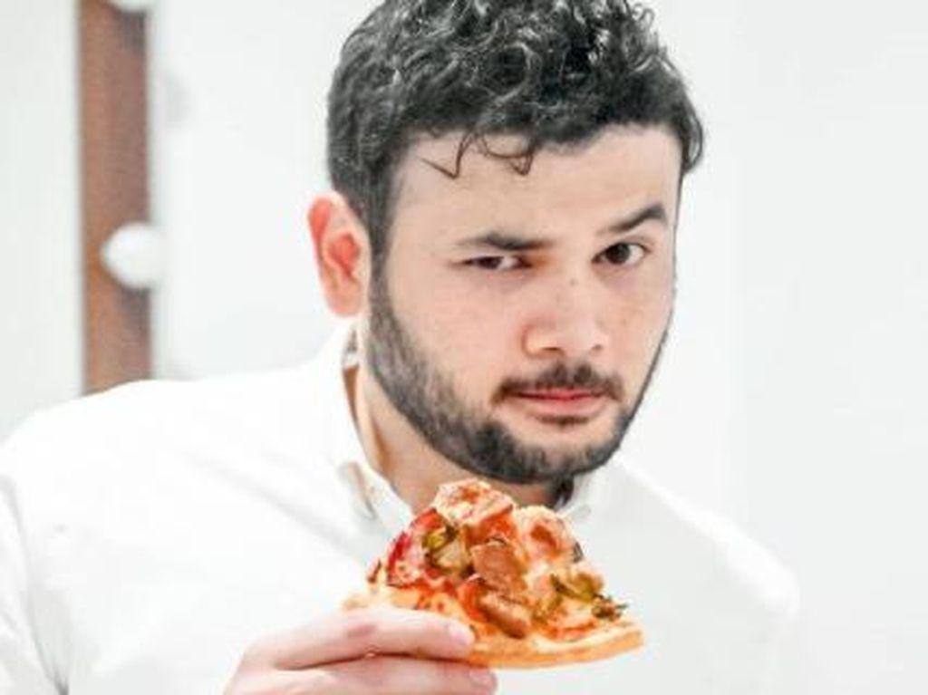 10 Potret Kuliner Ridho Rhoma yang Suka Pizza dan Ngopi