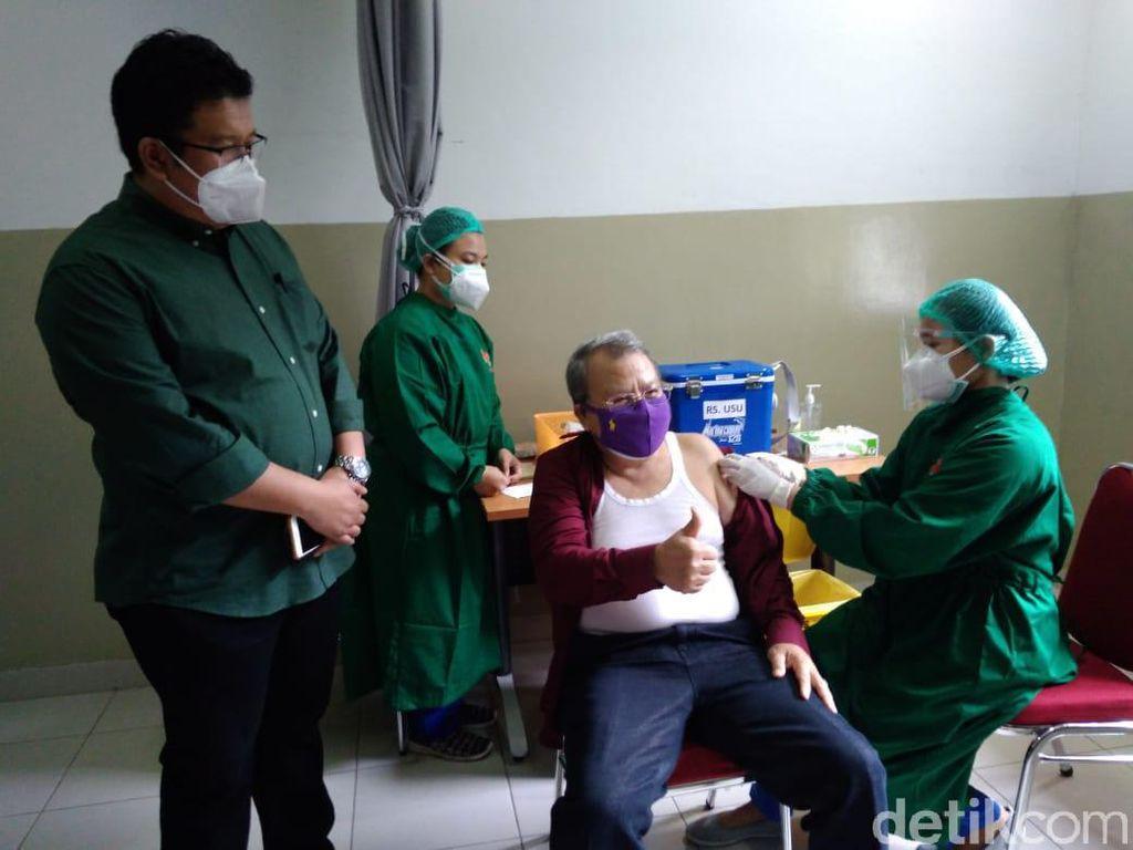 RS USU Mulai Vaksinasi COVID-19 bagi Nakes Lansia