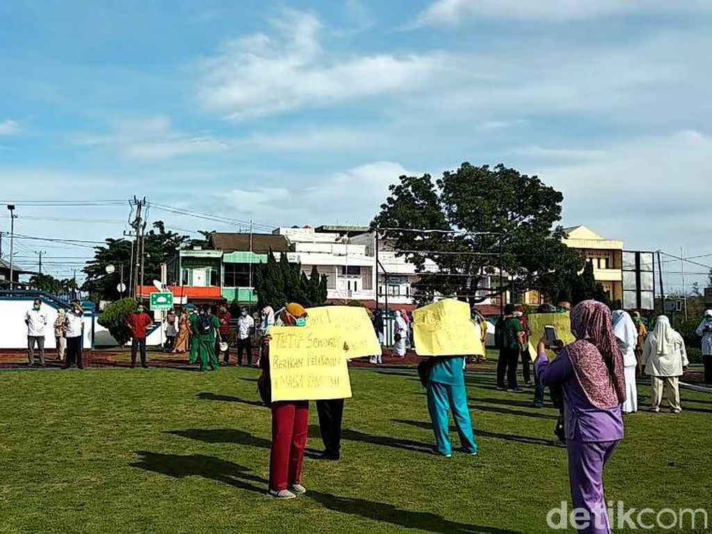Insentif Sejak November Beku, Nakes Bengkulu Demo Gubernur Rohidin