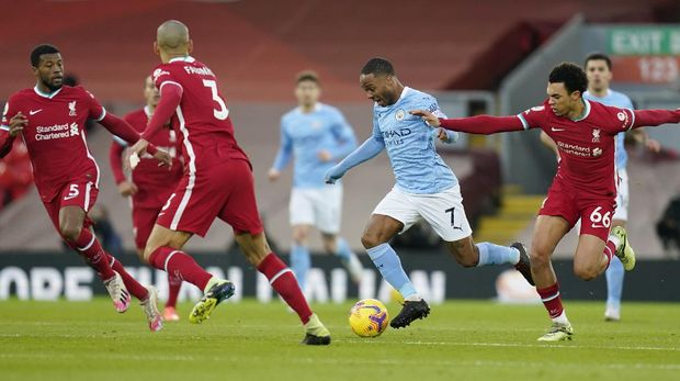 Soccer Football - Premier League - Liverpool v Manchester City - Anfield, Liverpool, Britain - February 7, 2021 Manchester City's Raheem Sterling in action with Liverpool's Trent Alexander-Arnold Pool via REUTERS/Tim Keeton EDITORIAL USE ONLY. No use with unauthorized audio, video, data, fixture lists, club/league logos or 'live' services. Online in-match use limited to 75 images, no video emulation. No use in betting, games or single club /league/player publications.  Please contact your account representative for further details.