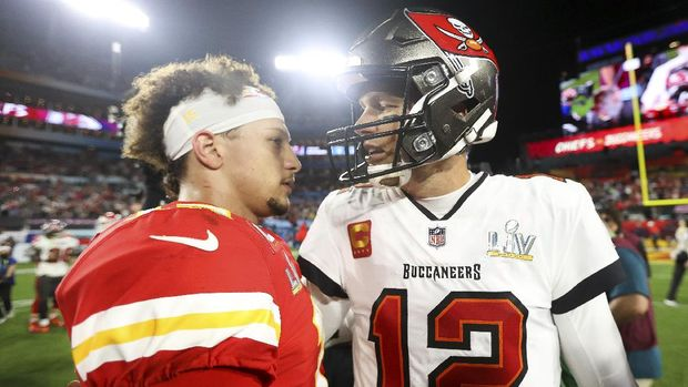Kansas City Chiefs quarterback Patrick Mahomes (15) and Tampa Bay Buccaneers quarterback Tom Brady (12) embrace following the NFL Super Bowl 55 football game, Sunday, Feb. 7, 2021 in Tampa, Fla. Tampa Bay won 31-9. (Ben Liebenberg via AP)