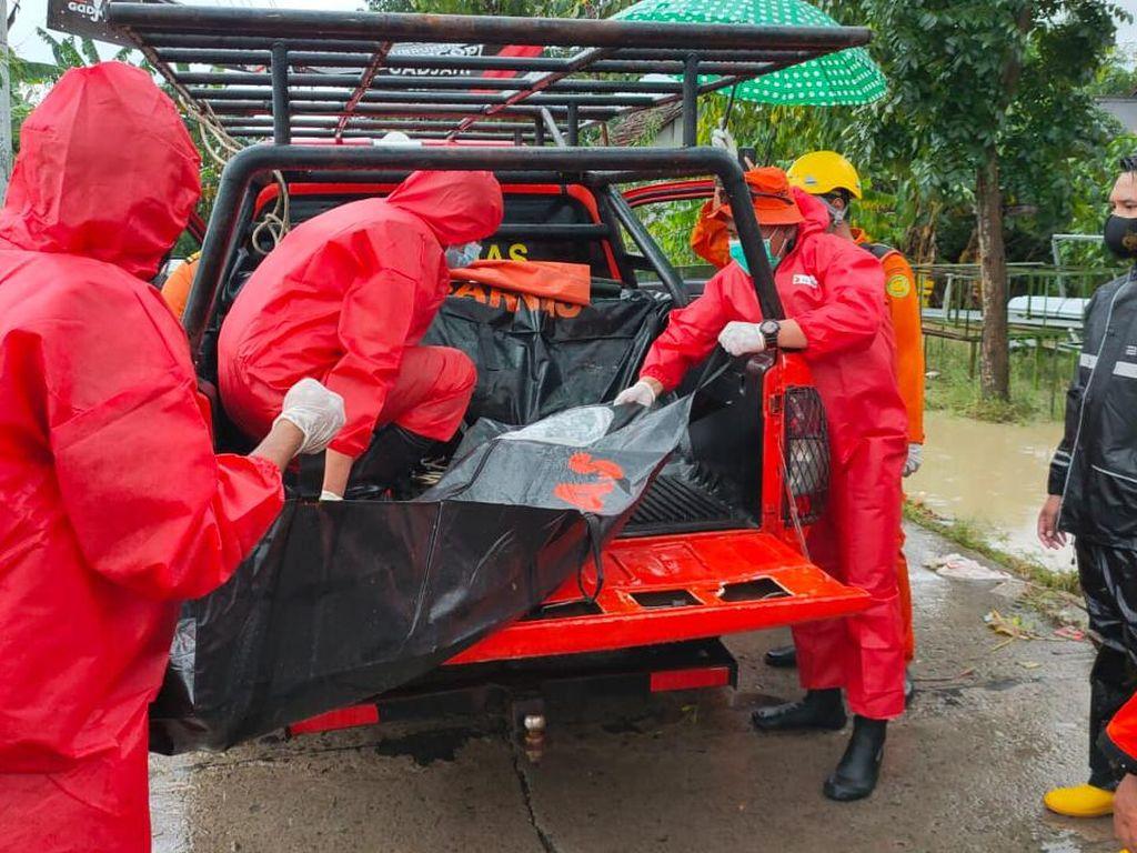Banjir Indramayu, Tim SAR Evakuasi Seorang Warga yang Meninggal Dunia