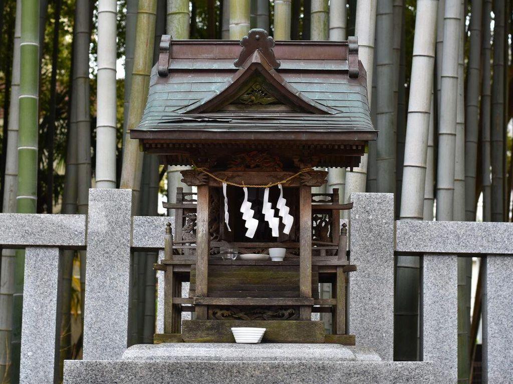 Potret Pintu ke Dunia Lain di Jepang