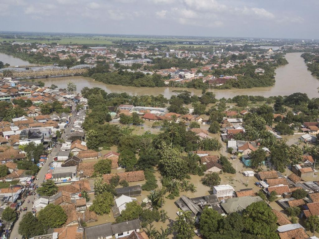 Menteri PUPR Jelaskan Penyebab Jebolnya Tanggul Sungai Citarum