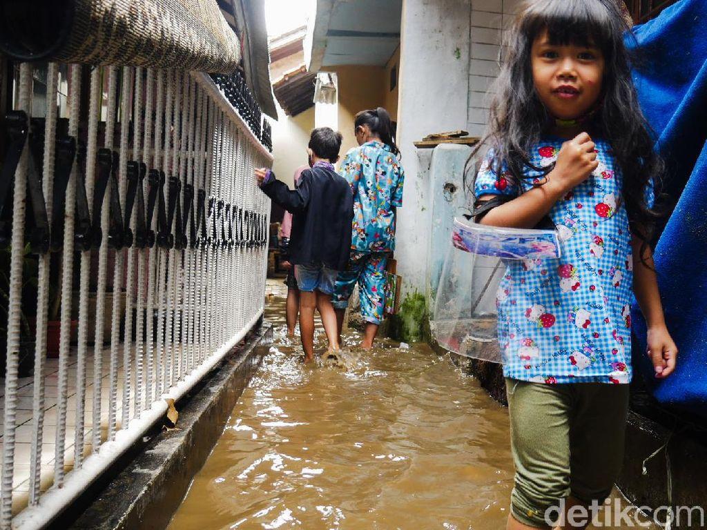 Banjir yang Genangi Permukiman Warga Cimahi Mulai Surut
