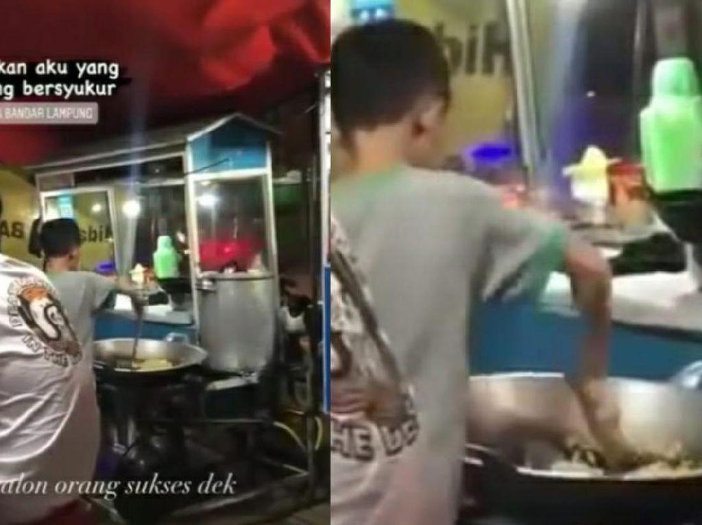 Viral Kisah Bocah di Lampung yang Jadi Penjual Nasi Goreng