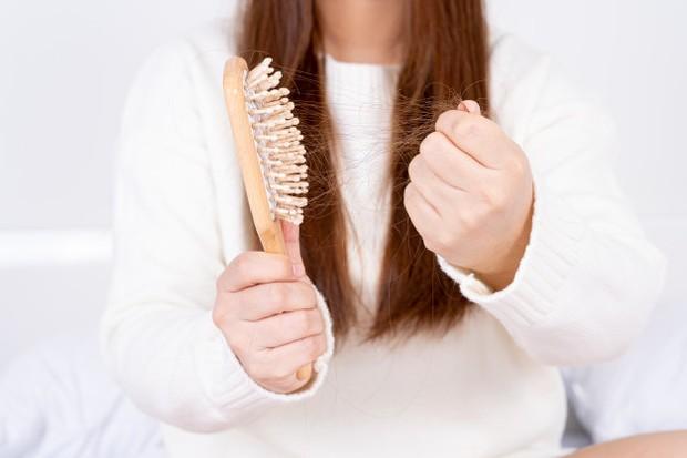 Ketika kamu sudah menggunakannya, kamu juga harus melakukan pembersihan yang mendalam pada sikat rambut kamu dua minggu atau sebulan sekali.