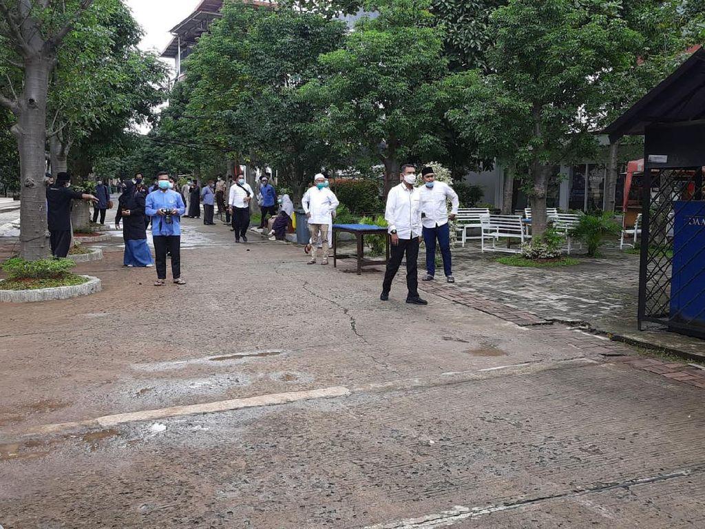 Cegah Kerumunan, Warga Dilarang Ikuti Prosesi Pemakaman Ustadz Maaher
