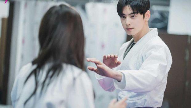 Cha Eun-woo dalam True Beauty