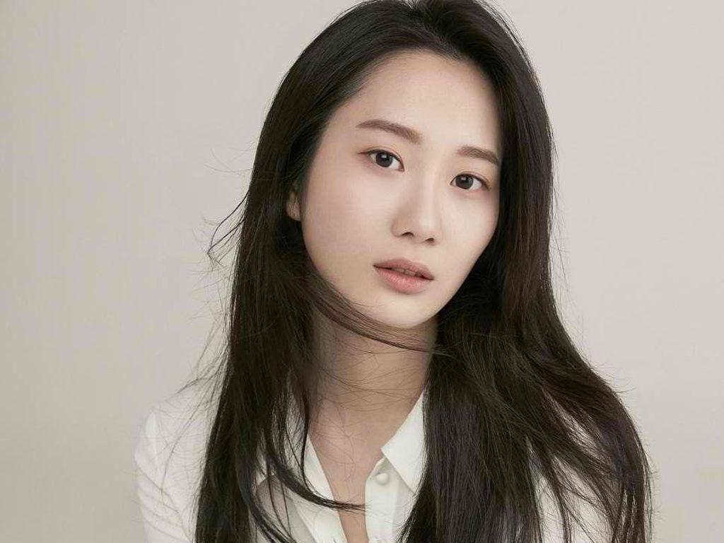 9 Fakta Chae Seo Eun, Pelayan Cantik di Drakor Mr. Queen yang Bikin Salfok