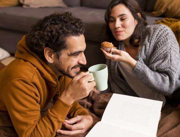 Akan membantu membangun kepercayaan diri yang memperkuat ikatan cinta.