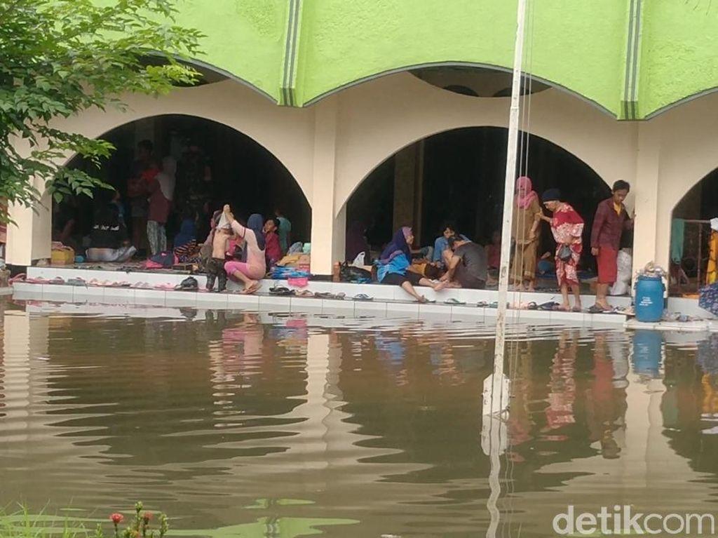 Petugas Dinsos Kota Pekalongan Karaokean Saat Korban Banjir Butuh Bantuan