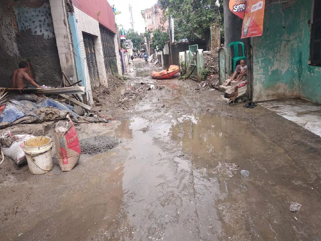 BPBD: Banjir di Bekasi Sudah Surut, Tersisa Lumpur dan Sampah