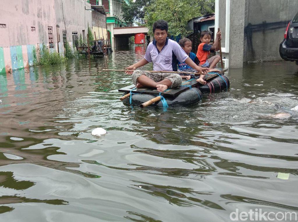 Banjir Berwarna Hitam-Berbau Busuk di Kudus Diteliti, Ini Hasilnya