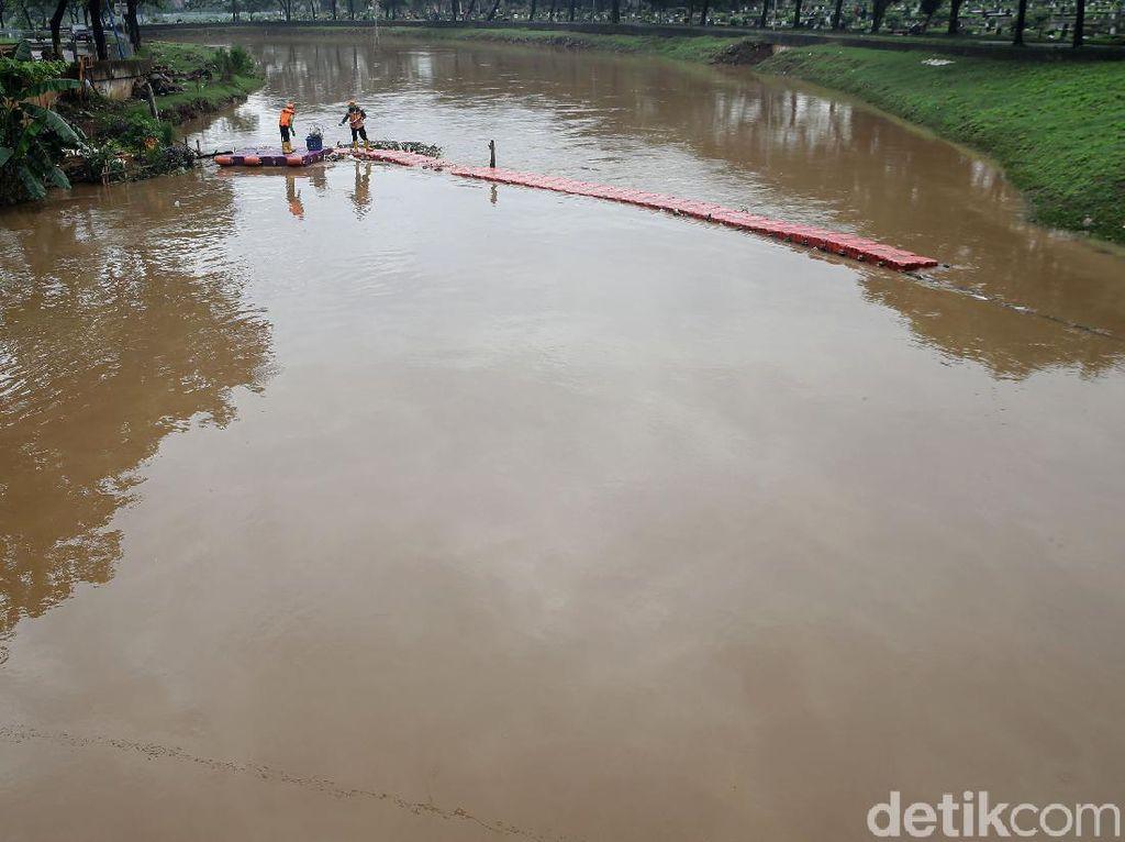 Cling! Kali Pesanggrahan Tetap Bersih di Musim Hujan