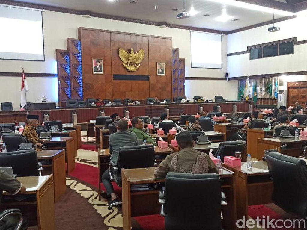 Ketua Komisi I DPRA Pertanyakan Sikap Pemerintah Pusat soal Pilkada Aceh