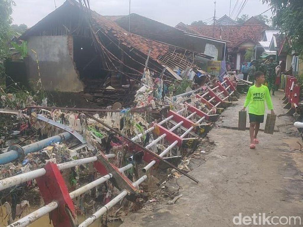 2 Rumah dan 1 Jembatan Rusak Diterjang Banjir di Majalengka