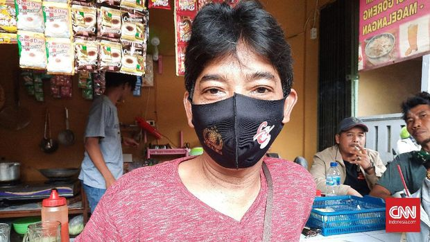 Warga Pejaten Timur, Jakarta Selatan, Polo (51) merasa PPKM Mikro tidak akan digubris warga.