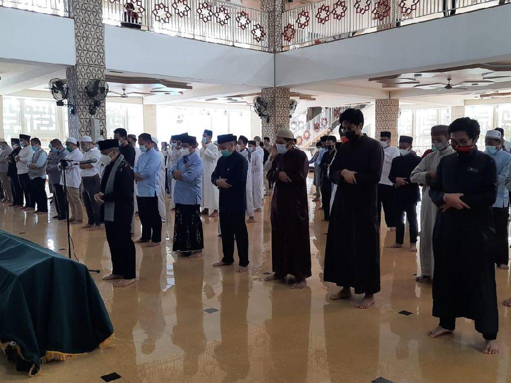 Tiba di Daarul Quran, Jenazah Ustadz Maaher Disalatkan di Masjid An-Nabawi