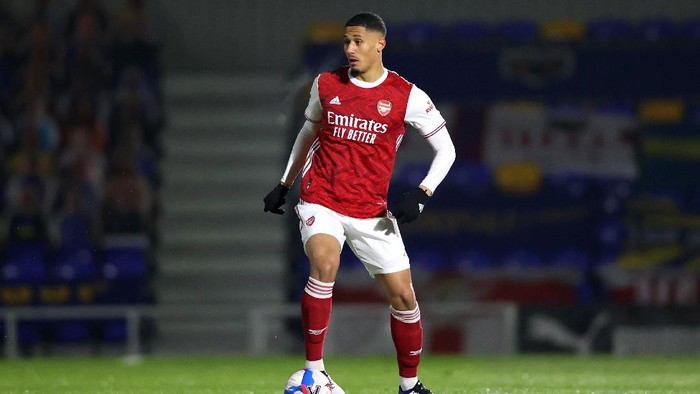 WIMBLEDON, ENGLAND - DECEMBER 08: William Saliba of Arsenal in action during the Papa Johns Trophy Second Round match between AFC Wimbledon and Arsenal U21 at Plough Lane on December 08, 2020 in Wimbledon, England. (Photo by James Chance/Getty Images)