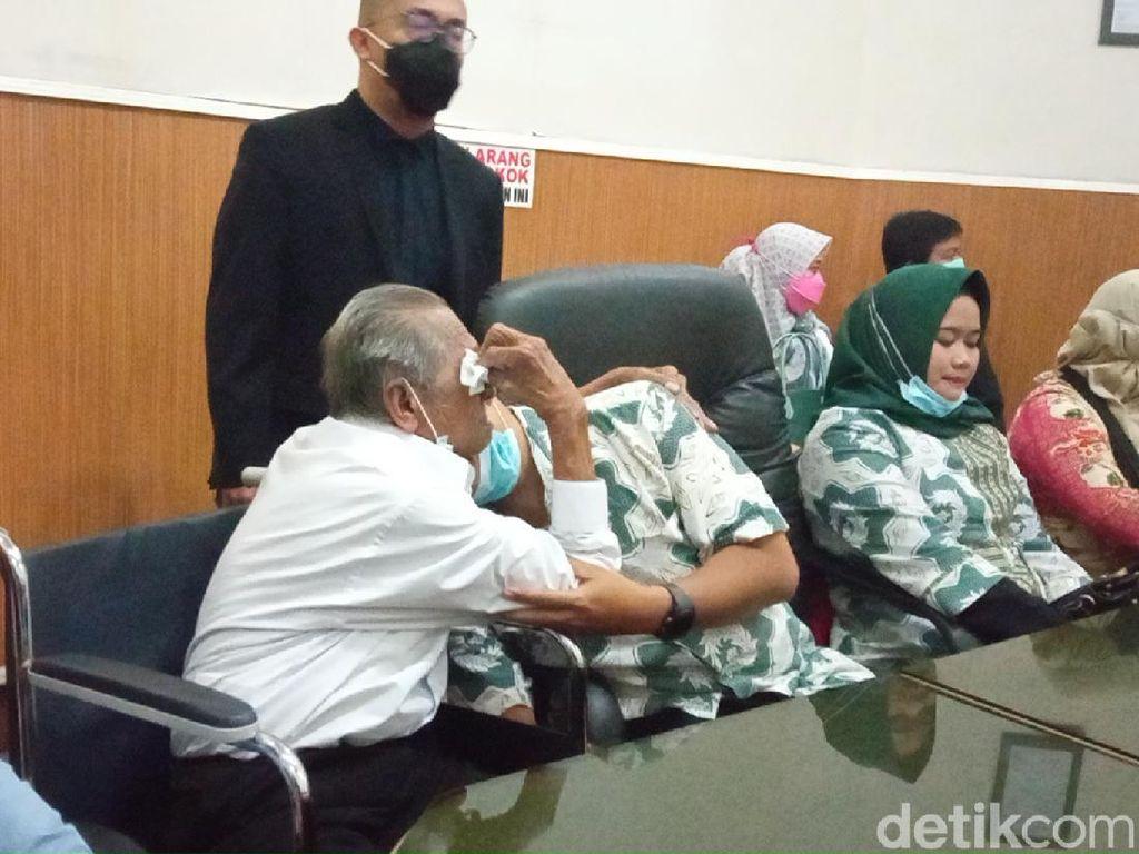 Anak Penggugat Rp 3 M Peluk Ayah di Ruang Mediasi PN Bandung