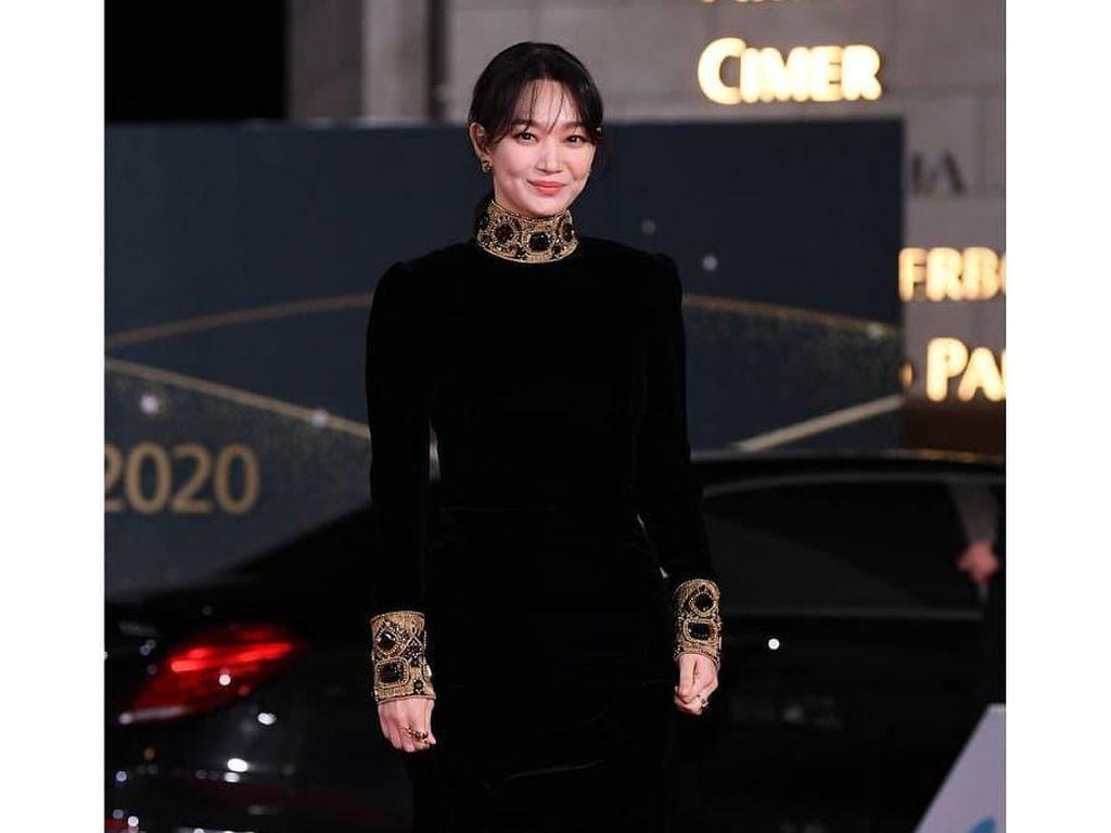 Bertabur Bintang, Intip Gaya Glamour Aktris Korea di Blue Dragon Film Awards