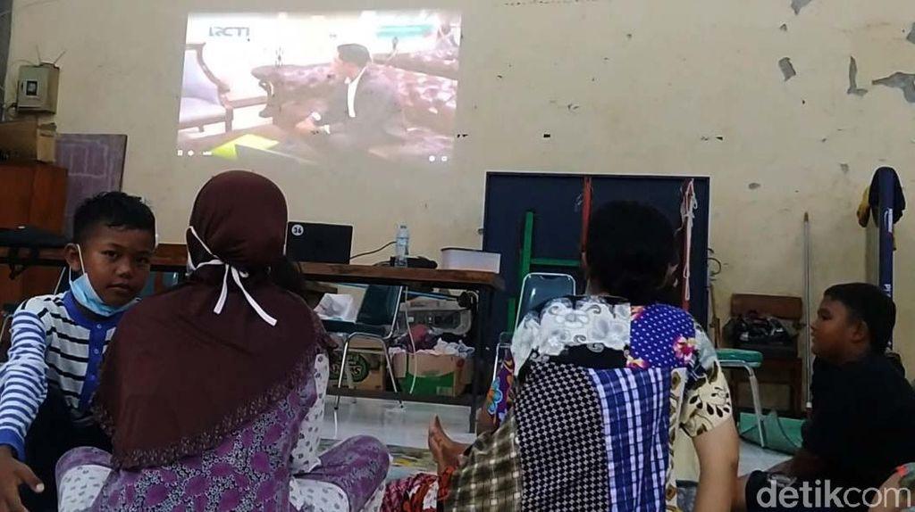 Di Sini, Pengungsi Korban Banjir Dapat Hiburan dan WiFi Gratis