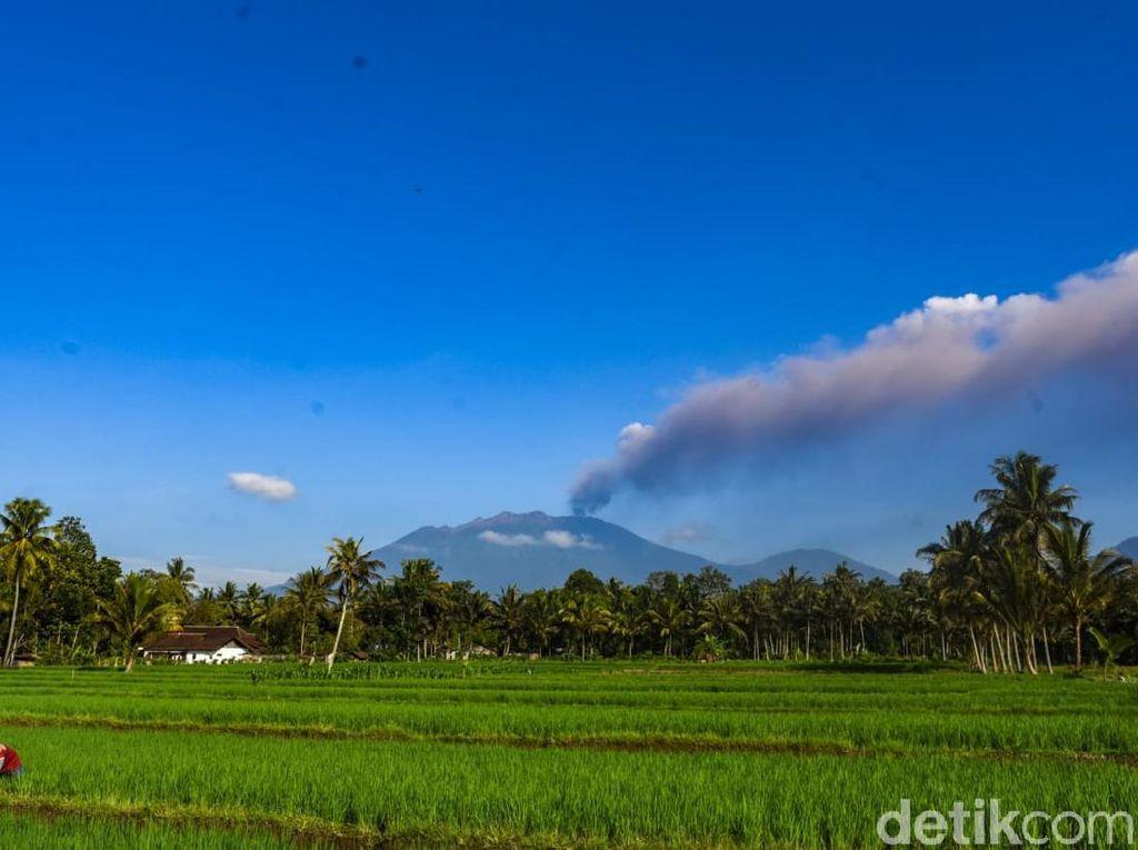 Asap Raung Turun Jadi 2.000 Meter, Abu Vulkanik Sampai Tengah Bali