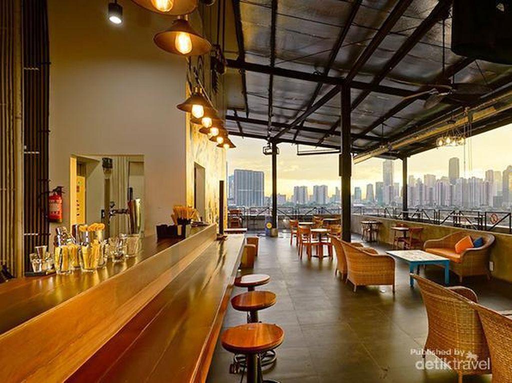 Hotel Kuning Jakarta yang Punya Cafe Roof Top Keren