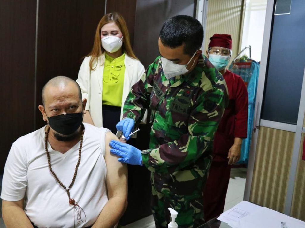 Terima Vaksin Perdana, Ketua DPD RI: Tidak Ada Efek Samping Apa-apa