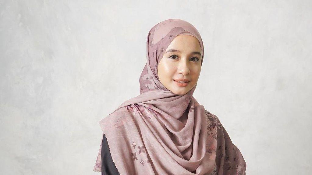 9 Gaya Hijab Syari Laudya Cynthia Bella Setelah Cerai dari Engku Emran