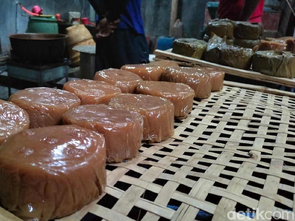 Melihat Pembuatan Kue Keranjang di Majalengka Menjelang Perayaan Imlek