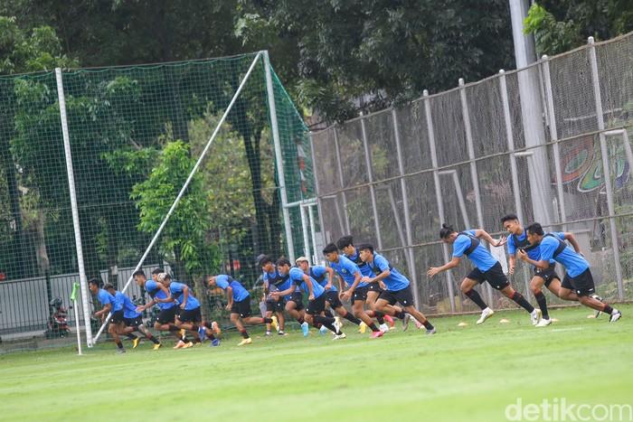 Para pemain Timnas berlatih di Lapangan D Senayan, Jakarta, Rabu (10/2/2021).