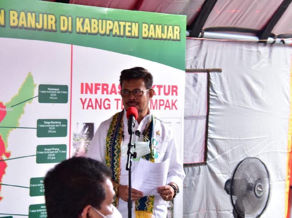 Mentan Salurkan Sembako Presiden-Benih Padi untuk Korban Banjir Kalsel